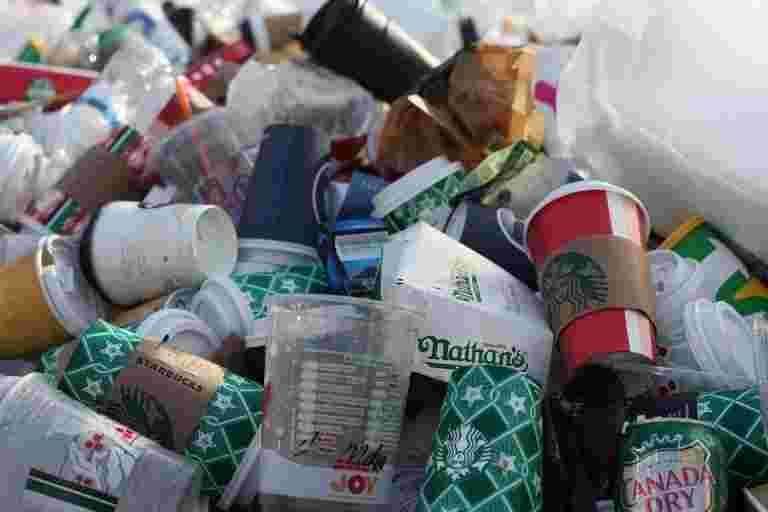 随着印度在单用塑料禁令时凝视,国家的人均消费远远落后于世界平均水平