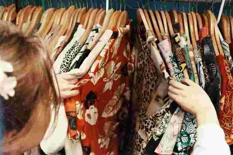 """服装零售商重新开放20-25%的商店,具有严格的协议"""""""